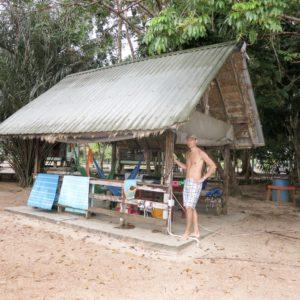 Family B Goes Suriname week 1 mamameteenblog.nl white Beach hut